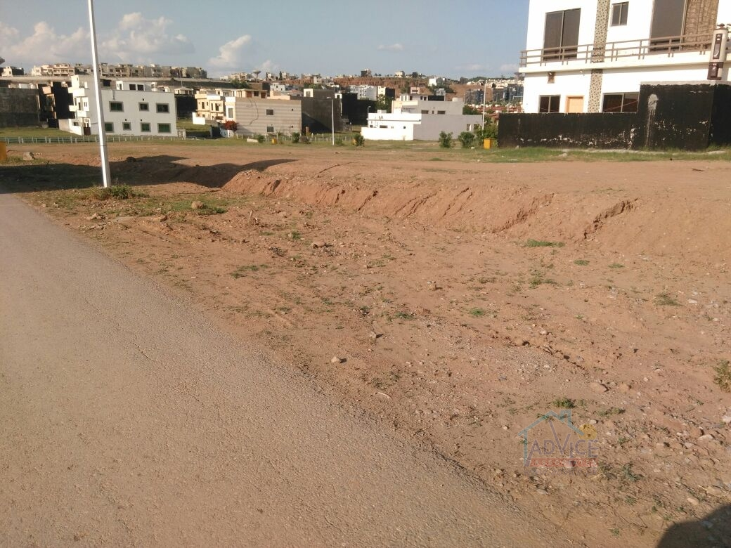 Bahria town 7 Marla plot For Sale Abubaker  Block Near to Play Ground